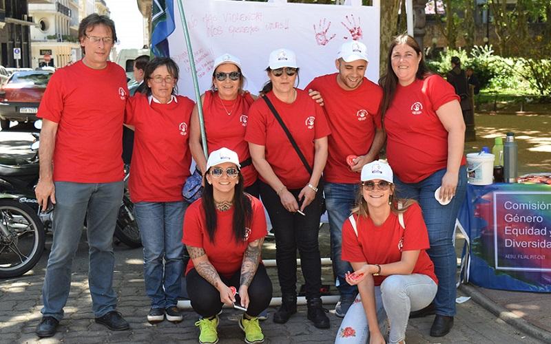 Comisión de Género de AEBU intervino la Plaza Matriz
