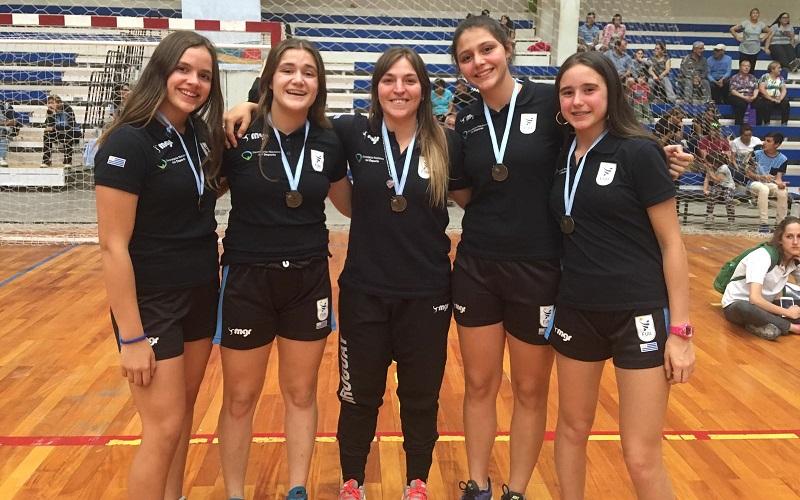 Menores de AEBU brillaron en Sudamericano de handball