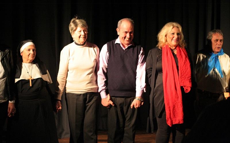 Grupo de teatro de AEBU se presenta en la cantina