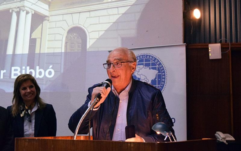 Óscar Bibbó, afiliado a AEBU, recibió premio a la Excelencia Ciudadana 2019