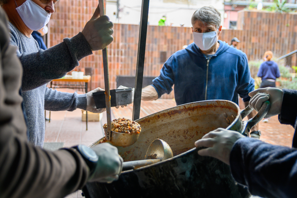 Olla popular: En AEBU se sirven más de 800 porciones semanales a población en situación de vulnerabilidad