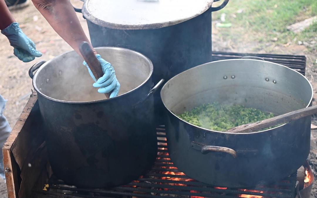 AEBU continúa repartiendo bandejas con alimentos y ayudando ollas populares