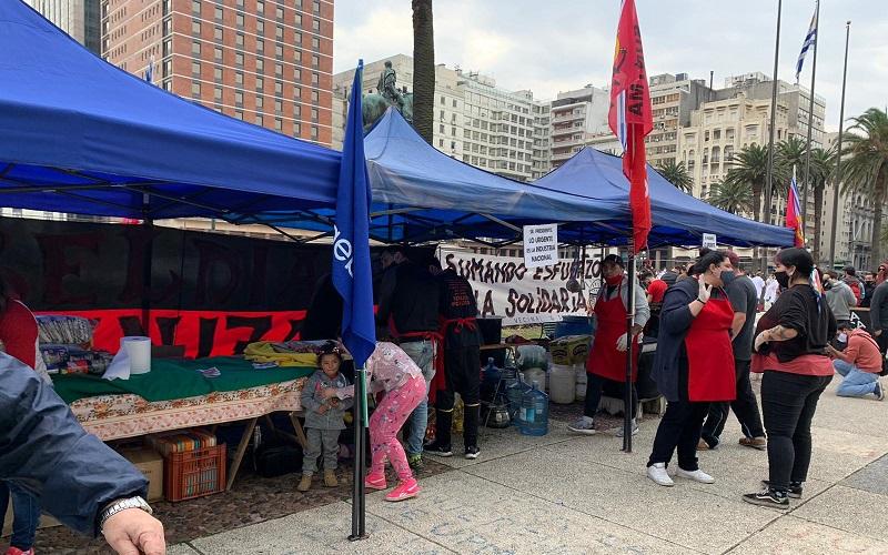 Red de ollas populares, Intersocial y PIT-CNT concentraron en Plaza Independencia