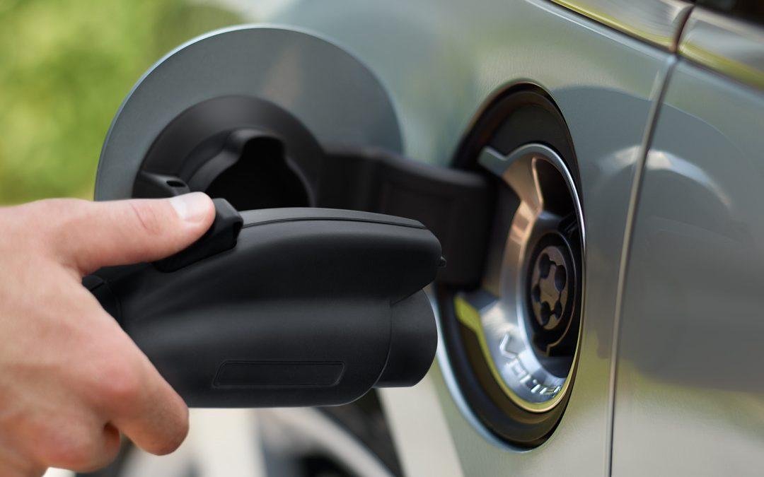 Enchufados: Pasado, presente y futuro de los autos eléctricos