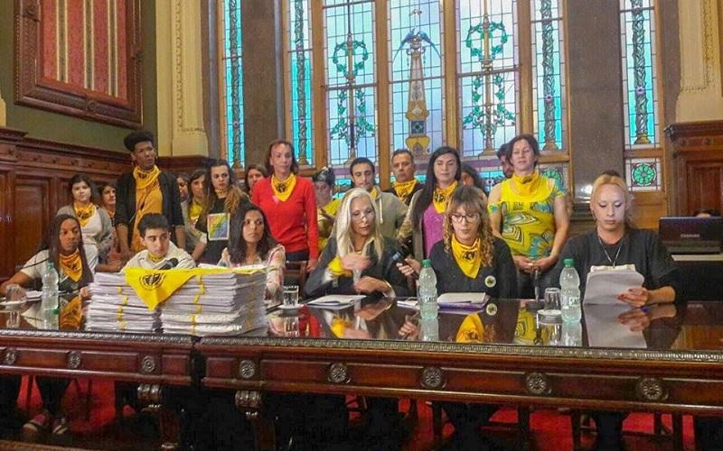 60.000 firmas entregadas en favor de la Ley Trans