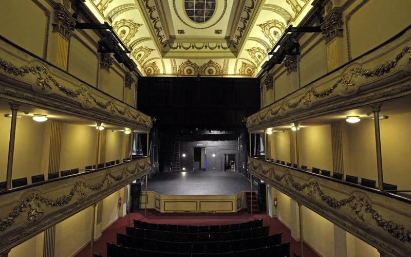 Vuelven los teatros bajo un protocolo al que le faltó discusión